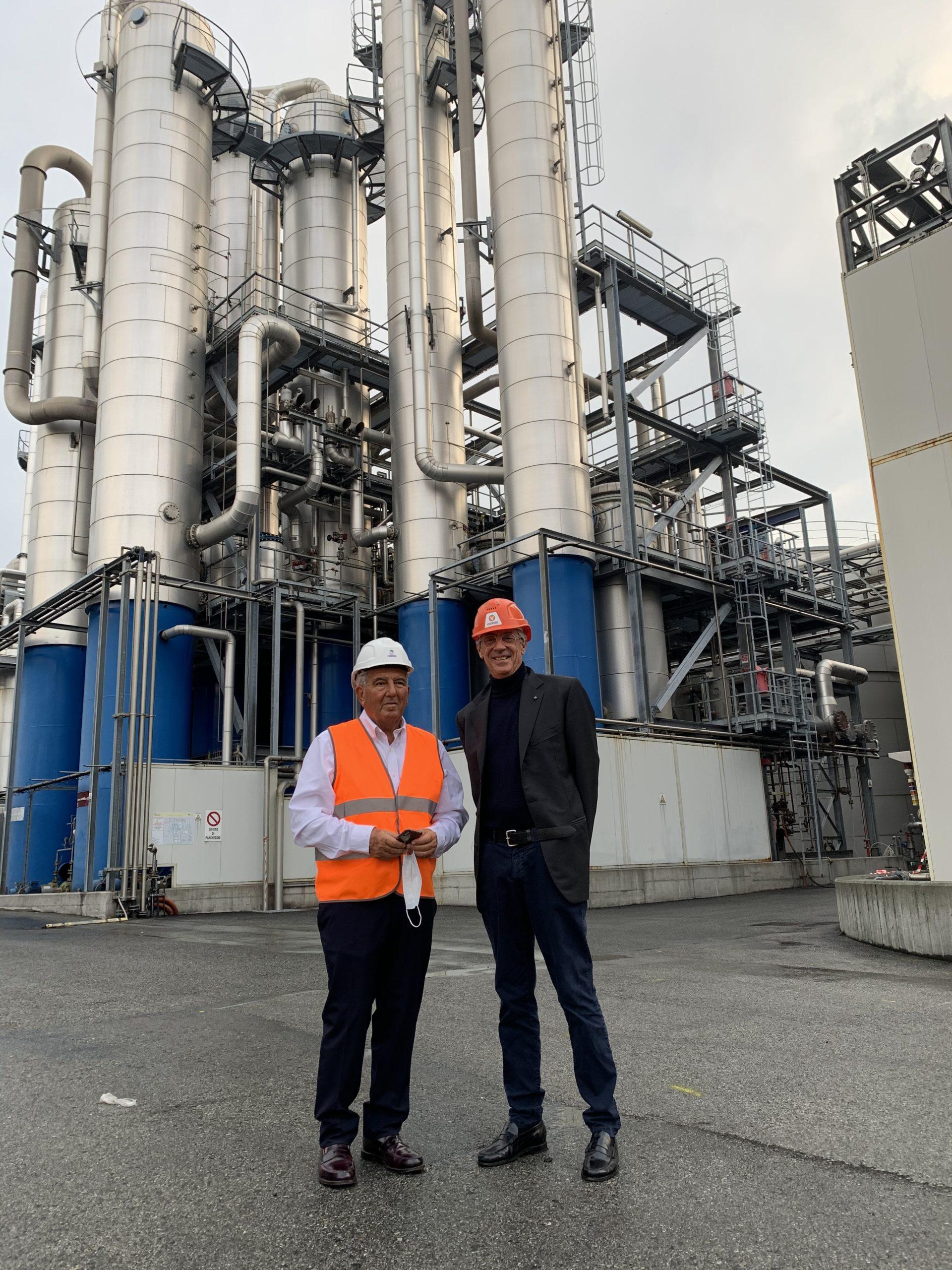 Il neo Cavaliere del Lavoro Mario Frandino e il Presidente del Gruppo Piemontese Marco Boglione presso l'azienda Sedamyl