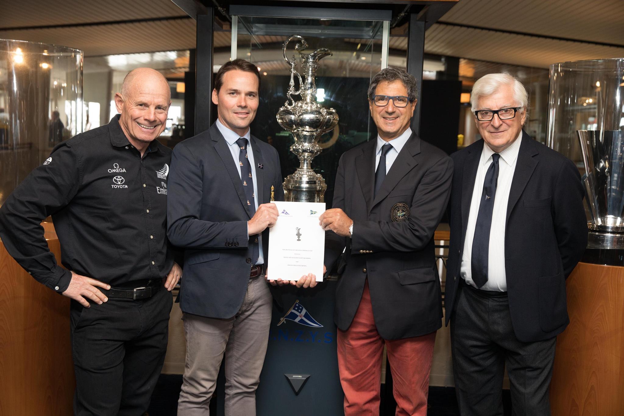 Grant Dalton, Steve Mair con Agostino Randazzo e Patrizio Bertelli.